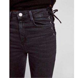 High waist jeans with lace up on the hips